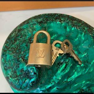 Louis Vuitton lock with 2 keys